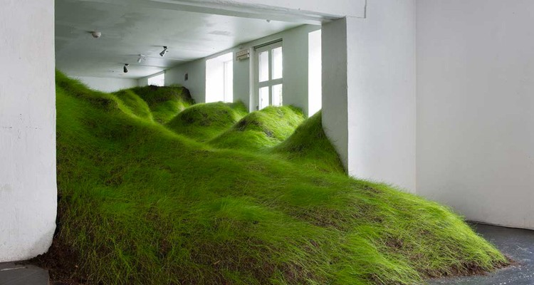 1-not-red-but-green-installation-at-noplace-gallery-by-per-kristian-nygard-750x400-1