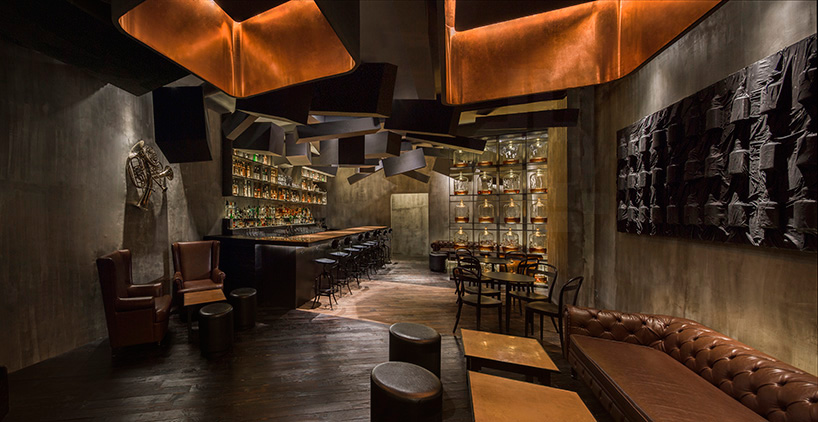 alberto-caiola-the-press-flask-bar-inside-vending-machine-shanghai-china-designboom-09