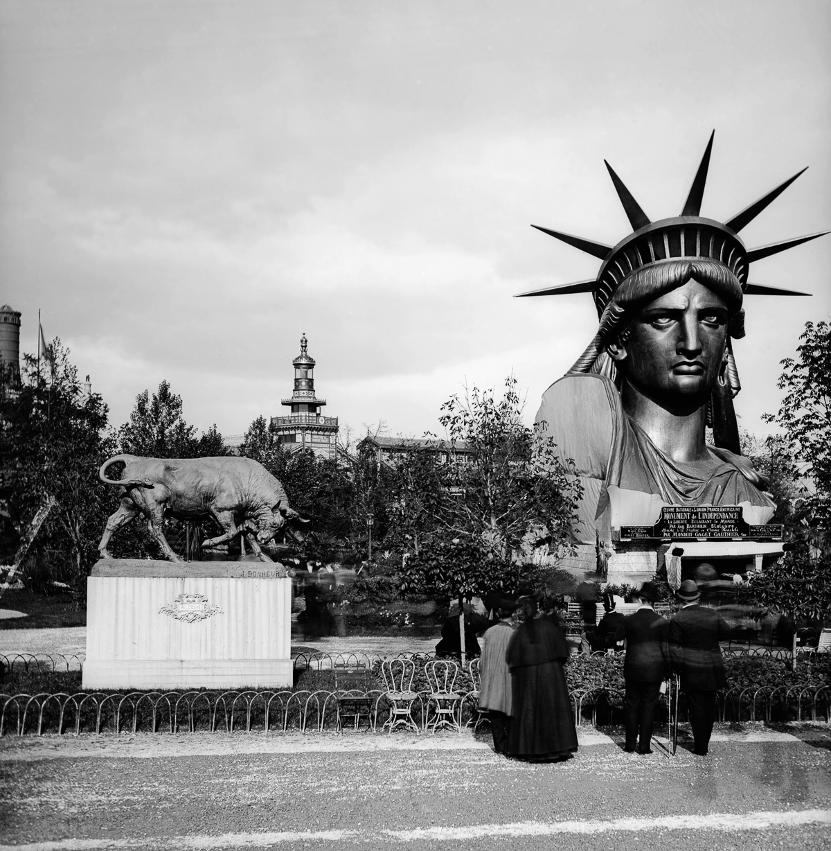 1878 World Fair in Paris, Park of the Champ-de-Mars, On the left: Bull sculpted by Isidore-Jules Bonheur (1827-1901), On the right: planished copper bust of the Statue of Liberty (original by Auguste Bartholdi, 1834-1904), by Monduit, Gaget and Gauthier, Detail of a stereoscopic view. (Photo by Léon et Lévy/Roger Viollet/Getty Images)