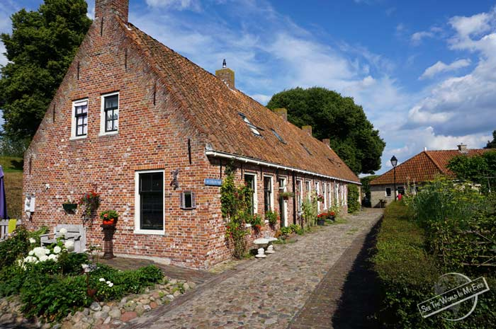 140713-04-Red-Brick-Houses-of-the-Star-Fort-Village-Bourtange-Netherlands