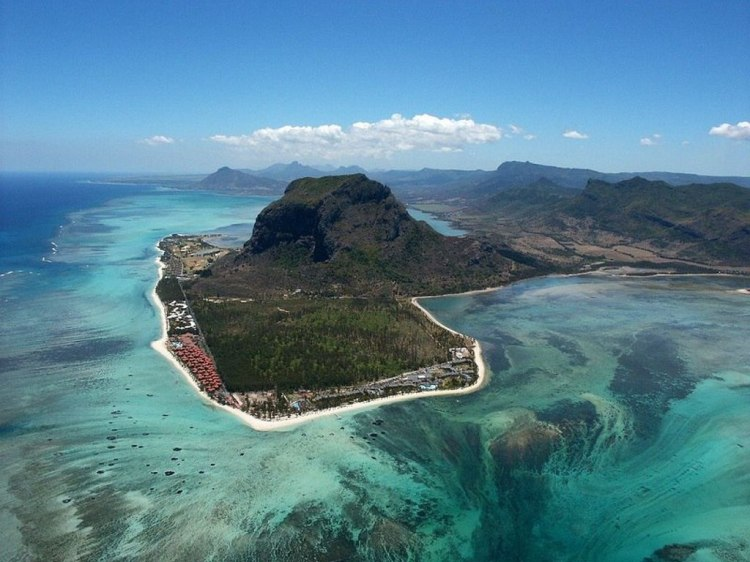 underwater-waterfall-mauritius2
