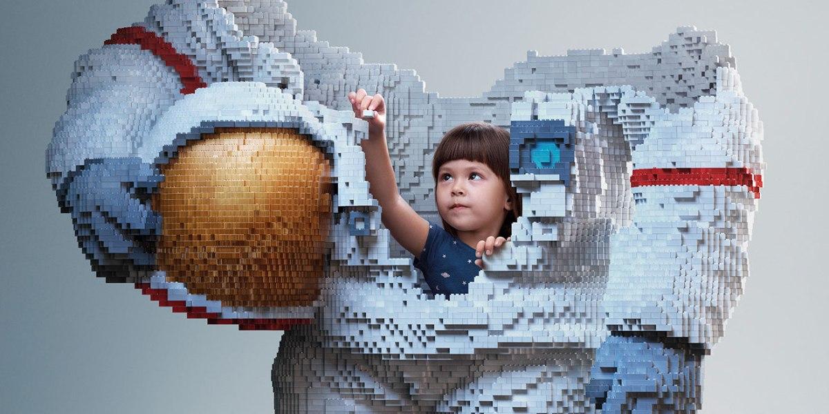 lego-astronaut-hero moss and fog